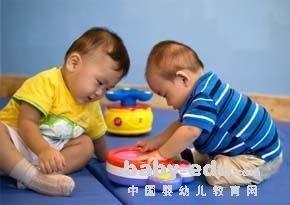 2-3岁亲子园活动教案:摘果子